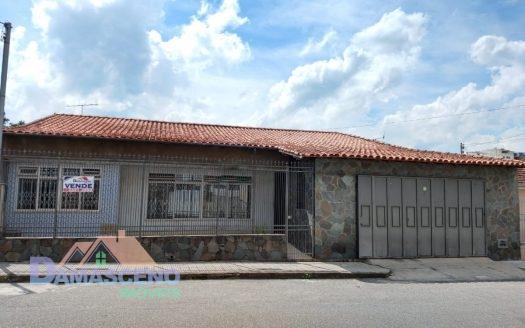Casa no Bairro São Geraldo em Barbacena-C476